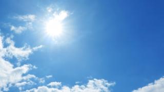 紫外線吸収剤と紫外線散乱剤の違い|お肌に優しいのはどっち?